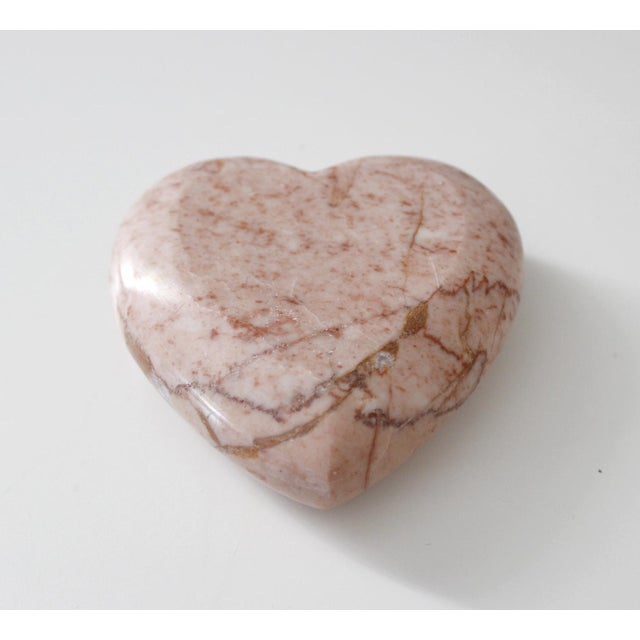 Lovely vintage marble heart paperweight. Beautiful pink color with rust and white veining. Excellent vintage condition...