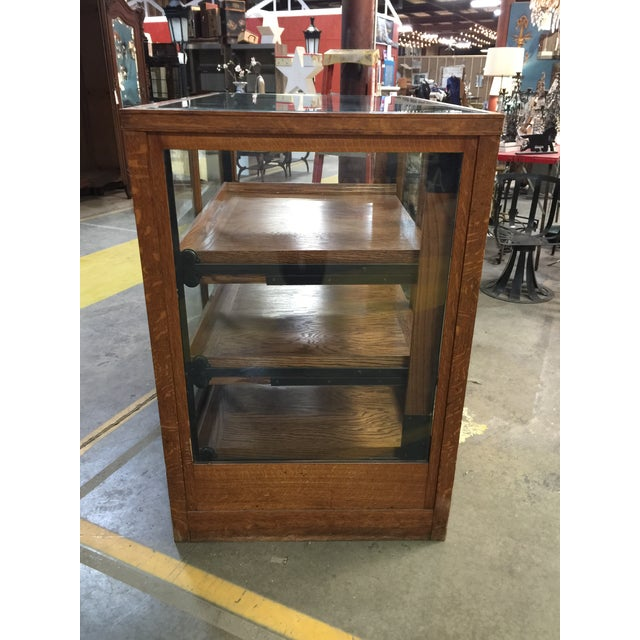 1900s Americana Oak Display Cabinet With Sliding Shelves For Sale In New York - Image 6 of 8