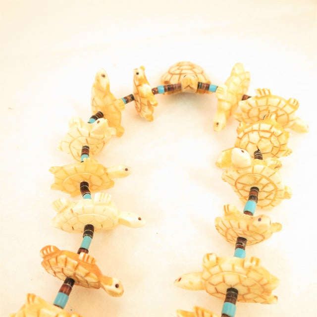 Native American Zuni Hand-Carved Bone Turtle Fetish Necklace 1970s For Sale In Los Angeles - Image 6 of 12