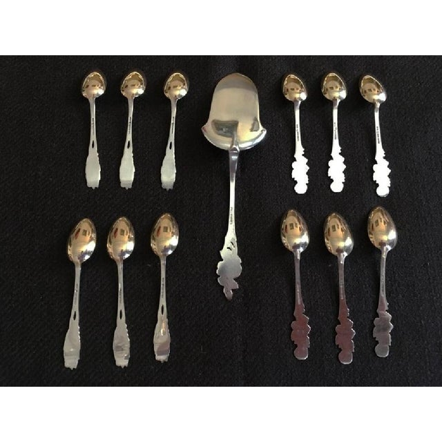- French silver 18k gold tea coffee spoons set - Comprises 12 pieces and cake server - Features a foliage and flowers...