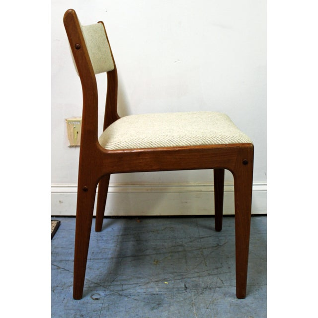 Offered is a set of 8 dining chairs designed by Johannes Andersen for Uldum Mobelfabrik. Includes 8 teak side chairs. Two...
