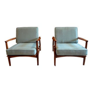 Hickory Mid-Century Modern Low Slung Chairs - a Pair For Sale