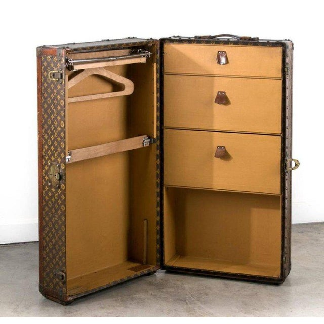 Belle Epoque Louis Vuitton Trunk Steamer Wardrobe Trunk Interior Fitted John Wanamaker Label For Sale - Image 3 of 13