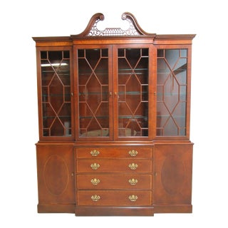 1980s Vintage Baker Furniture Chippendale Mahogany Slender Breakfront Hutch For Sale