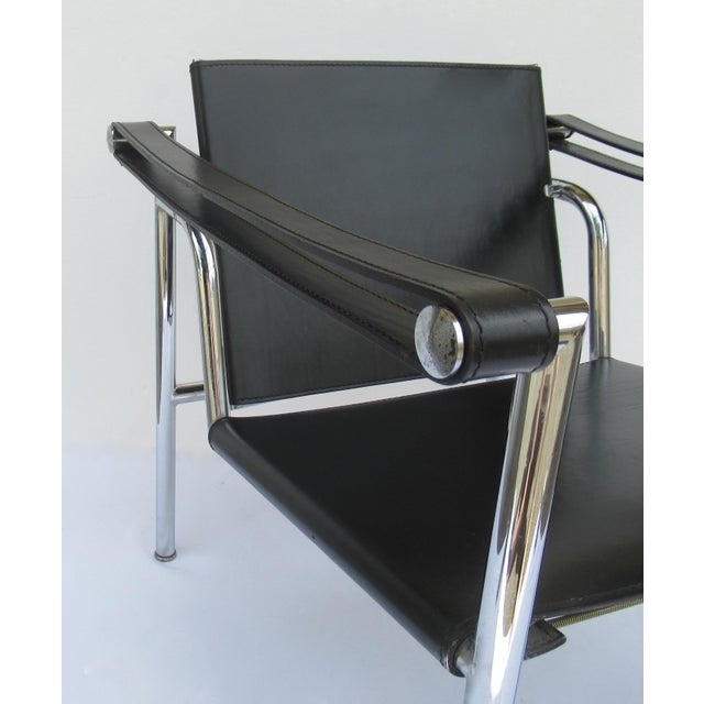 C.1950s-60s Le Corbusier LC1 Basculant Chrome & Black Saddle Leather Sling Lounge Chair For Sale - Image 11 of 13