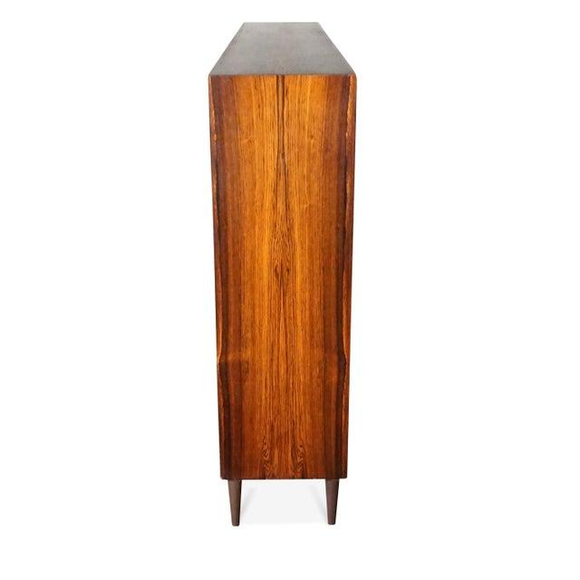 "1950s Danish Mid Century Hundevad Rosewood Bookcase - ""Avallersuaq"" For Sale - Image 5 of 7"