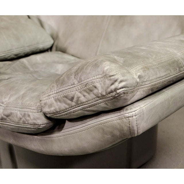 Eye-Catching Mid-Century Italian Design Grey Leather Lounge Chair by Ammanati & Vitello, 1970s For Sale - Image 9 of 12