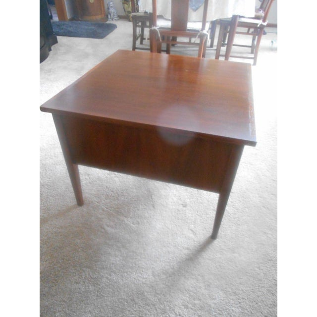 Vintage Mid-Century Modern Dillingham Esprit Walnut Side / End Table For Sale - Image 4 of 6