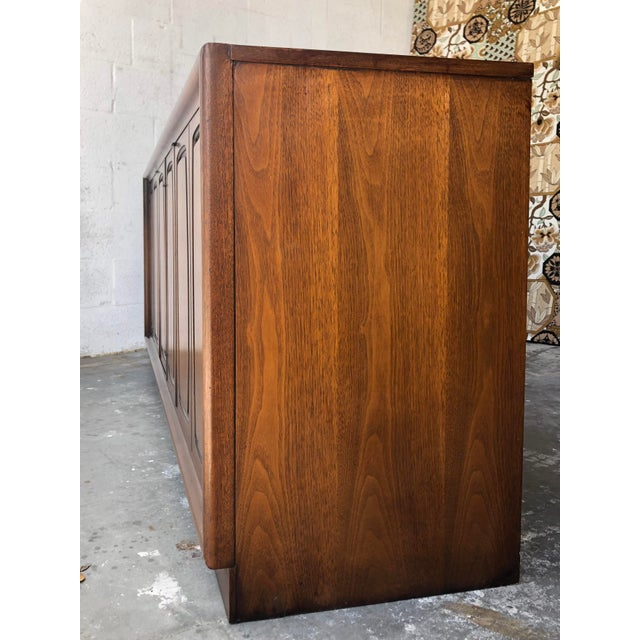 Brown Vintage Mid Century Modern Sideboard Credenza by Broyhill Emphasis Collection For Sale - Image 8 of 13