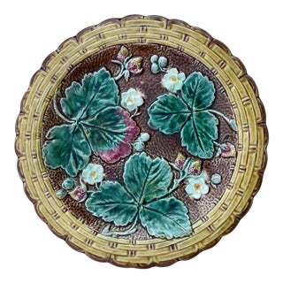 1880s English Majolica Strawberry Plate For Sale
