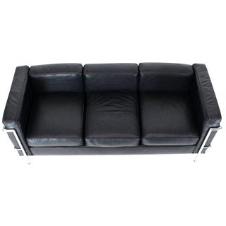 Alivar Le Corbusier Black Leather Three-Seat Sofa For Sale