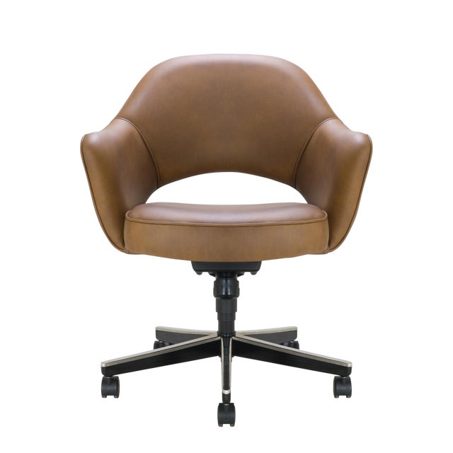 Saarinen Executive Arm Chair in Saddle Leather, Swivel Base For Sale