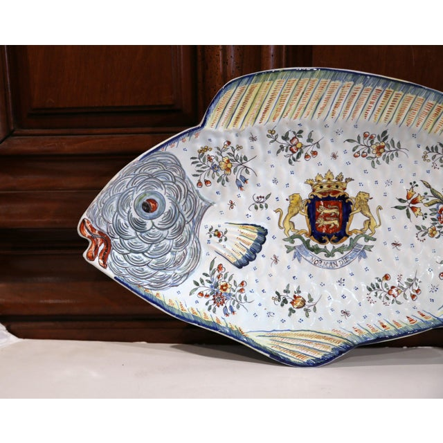 Farmhouse Early 20th Century French Hand-Painted Faience Fish Platter From Normandy For Sale - Image 3 of 10