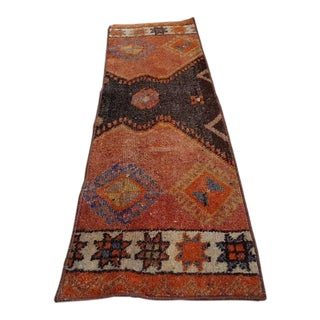 1970s Vintage Handwoven Turkish Small Narrow Bed Side Wool Yastik Rug Carpet - 1′1″ × 3′9″ For Sale