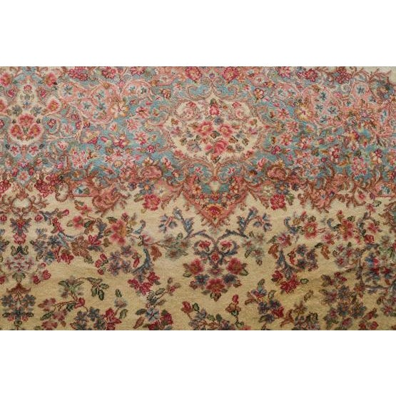 All Wool Vintage Rug, Floral all over pattern. Excellent condition. This size is ideal for living room, or a large dining...