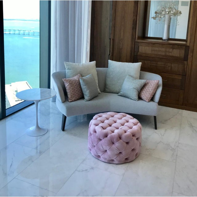 White Iconic Mid-Century Modern Tulip Side Table in Carrara Marble For Sale - Image 8 of 13