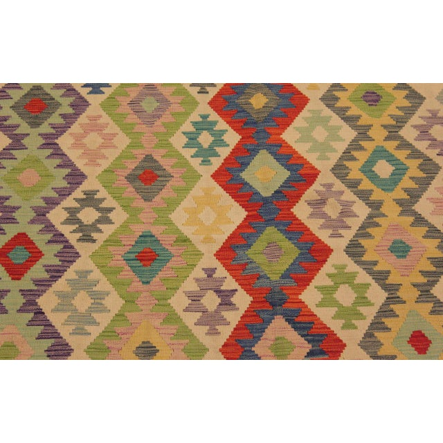 1990s Shabby Chic Sylvie Ivory/Rust Hand-Woven Kilim Wool Rug -6'7 X 9'8 For Sale - Image 5 of 8