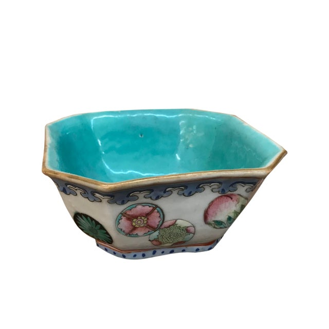 Small 20th century Chinese export hexagonal bowl. Mark on bottom.