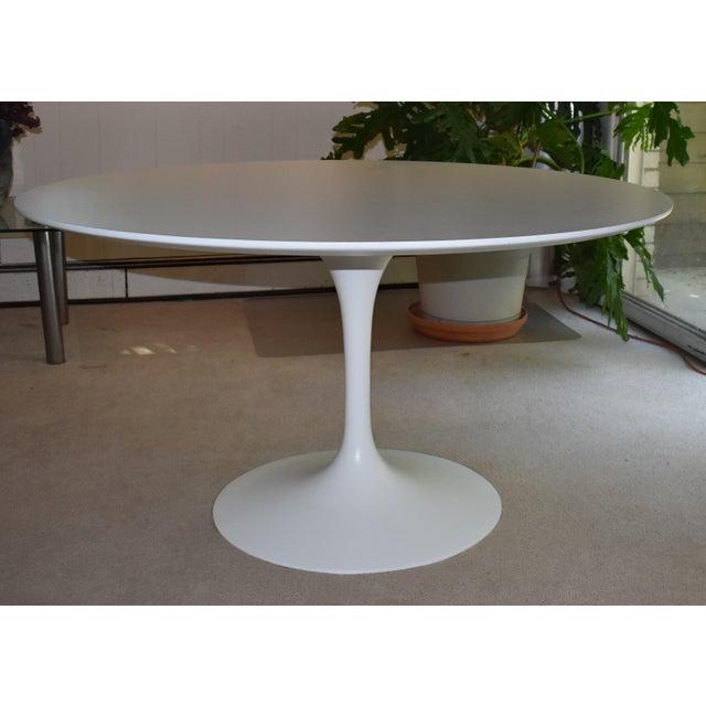 White Mid-Century Modern Saarinen Pedestal Dining Table For Sale - Image 8 of 8