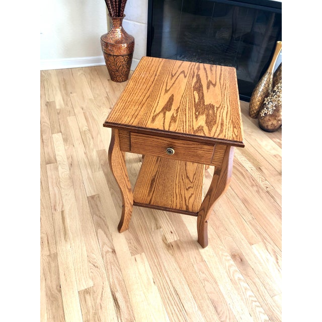 1990s Amish Crafted Transitional Chairside Table For Sale - Image 9 of 13