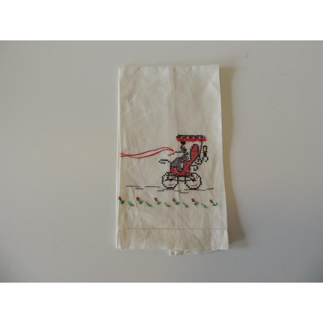 1980s Vintage Green and Red Embroidered Bathroom Guest Towel For Sale - Image 5 of 5