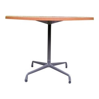 Mid-Century Modern Herman Miller Round Aluminium Group Table For Sale