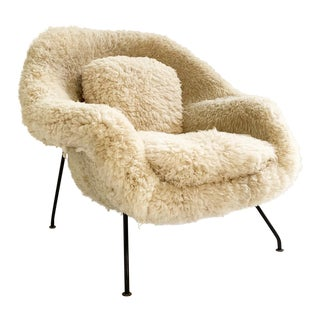Mid-Century Modern Eero Saarinen California Sheepskin Womb Chair For Sale