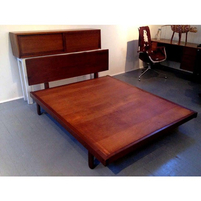 George Nakashima Platform Bed With Walnut Headboard in the Style of George Nakashima For Sale - Image 4 of 11