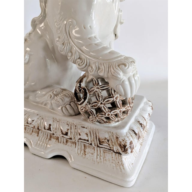 Asian Ceramic Foo Dog Table Lamp For Sale - Image 10 of 13
