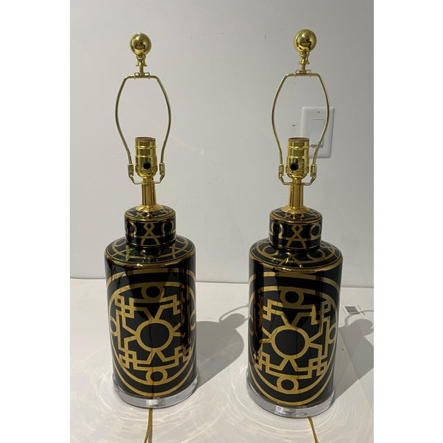 Mid-Century Modern Porcelain and Lucite Table Lamps - a Pair For Sale In West Palm - Image 6 of 13