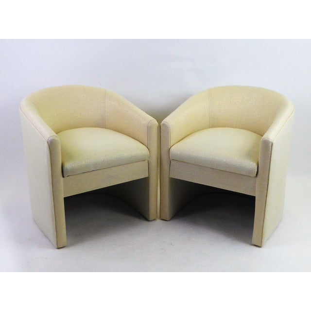 Hollywood Regency Pair of Barrel Back Tub Chairs in White and Gold Weave Fabric, 1960s For Sale - Image 3 of 13