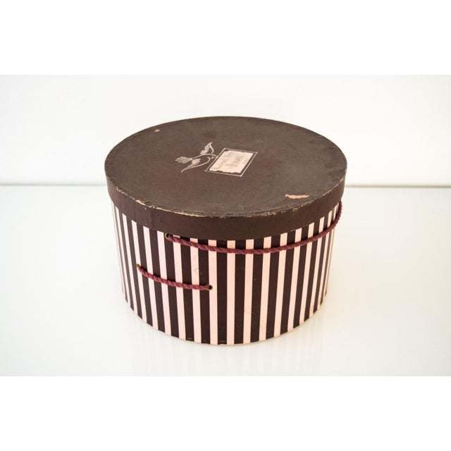 Vintage Pink & Eggplant Striped Hudson's Department Store Detroit Hat Box For Sale - Image 4 of 6