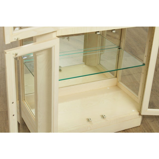 American Of Martinsville Modern Pair Lighted Curio Display Cabinets For Sale - Image 10 of 13