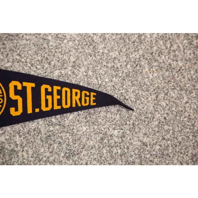 Mid-Century Modern 1958 Vintage NYC St. George Felt Flag For Sale - Image 3 of 3
