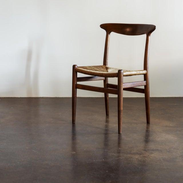 Mid-Century Modern Hans Wegner Set of Four Model W2 Dining Chairs in Oak, Denmark, 1950s For Sale - Image 3 of 11