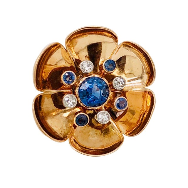 A fine and elegant pair of Retro period 14K rose gold sapphire & diamond earrings. There are 2 round, cornflower blue...