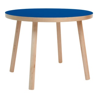 "Poco Large Round 30"" Kids Table in Maple With Pacific Blue Finish Accent For Sale"