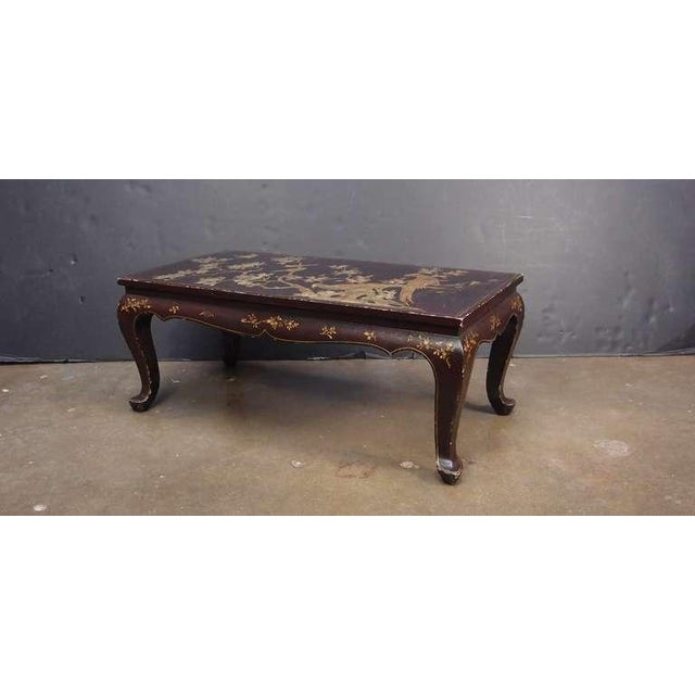 A Chinoiserie Brown Lacquer and Gilt Decorated Coffee Table For Sale - Image 4 of 7