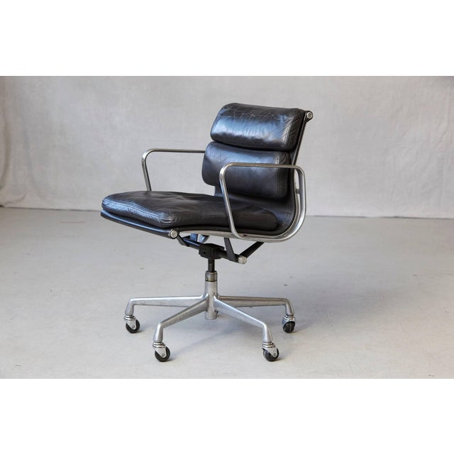 Herman Miller Eames Aluminum Group Black Leather Soft Pad Chair on Casters for Herman Miller For Sale - Image 4 of 11