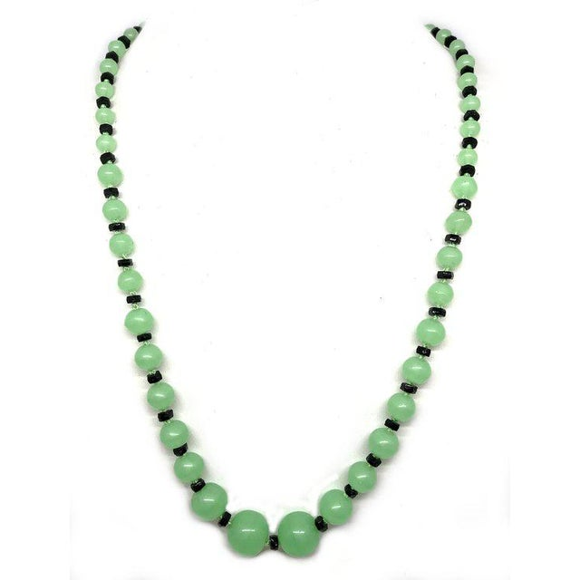 Art Deco Art Deco Green and Black Glass Necklace, 1920s Necklace, 1930s Necklace, Art Deco Jewelry For Sale - Image 3 of 5