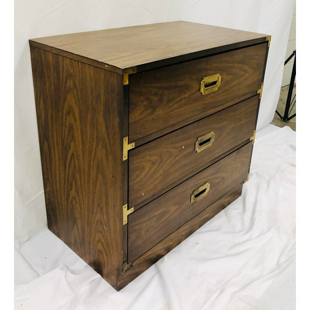 American of Martinsville Vintage Campaign Style Bachelors Chest For Sale - Image 4 of 6