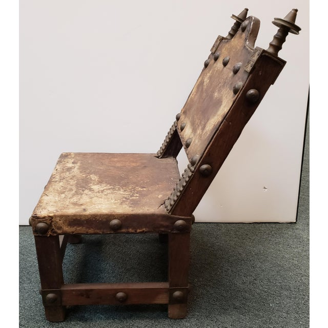 African Late 19th Century Ashanti Asipim Royal Court Chair From Ghana For Sale - Image 3 of 7