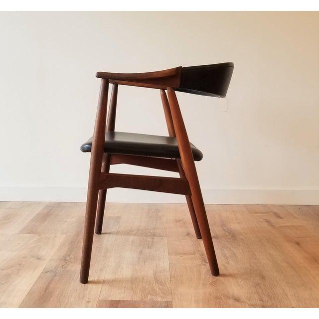 Mid-Century Modern Thomas Harlev Model 213 Side Chair in Teak and Black Leatherette for Farstrup Møbler For Sale - Image 3 of 12