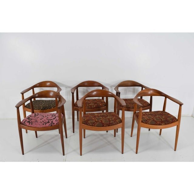 Danish Modern Hans Wegner Round Teak Dining Chairs - a Pair (8 Available) For Sale - Image 3 of 10