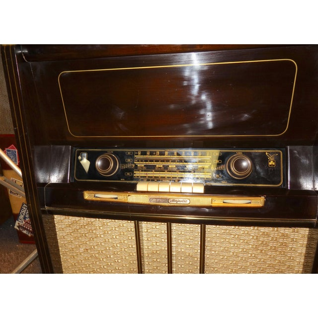 Submitted for your perusal is this Grundig Majestic 3-D Effekt Console Vintage Radio Phonograph Wood Console radio and...