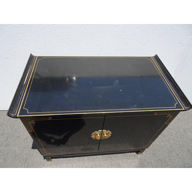 Vintage Mid Century Chinoiserie Oriental Asian Black Entry Table Cabinet For Sale In Los Angeles - Image 6 of 13