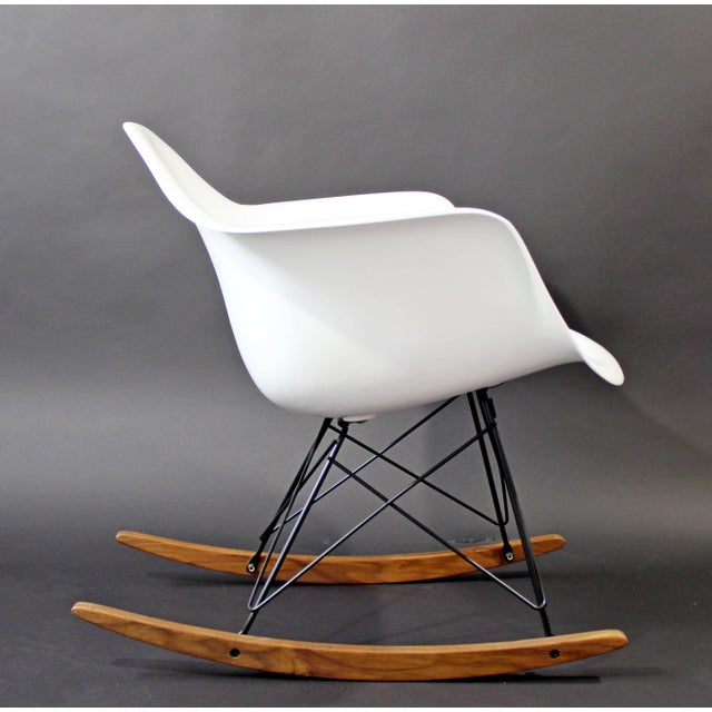 Mid-Century Modern Mid-Century Modern Vintage Eames Herman Miller Shell Rocker Rocking Chair, 1970s For Sale - Image 3 of 11