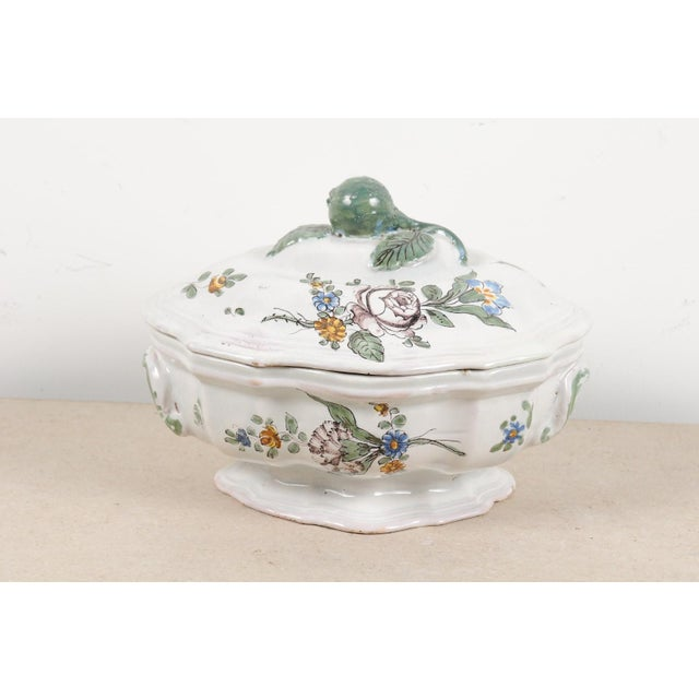 1750s Mid 18th Century French Faience Soup Tureen For Sale - Image 4 of 13