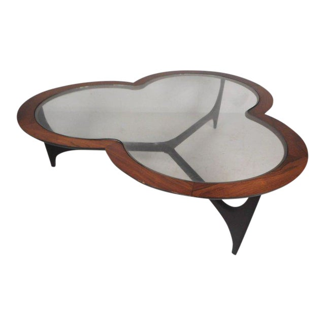 https://chairish-prod.freetls.fastly.net/image/product/sized/5cb7f5c7-c7ee-4f83-b7a3-663f95c79e6c/vintage-modern-three-leaf-clover-coffee-table-by-lane-furniture-1947?aspect=fit&width=640&height=640