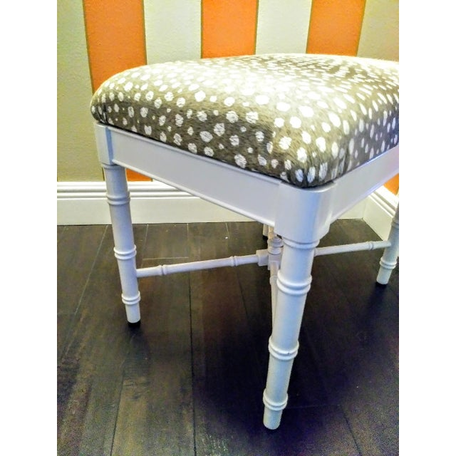 1970s Vintage Faux Bamboo White Gloss Palm Beach Regency Bench Ottoman W/ Ocelot Fabric For Sale - Image 5 of 8